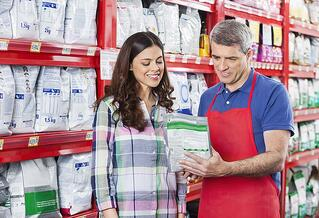Flexible-Pack_Shopper-and-Employee-1.jpg