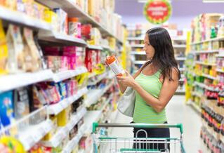 Flexible-Pack_Woman-Shopping-in-Grocery-Store-1.jpg